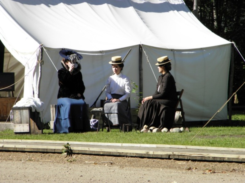Boom times in Edmonton in the early twentieth century caused a housing shortage. This meant many people had to live in canvas tents. & Fort Edmonton Park